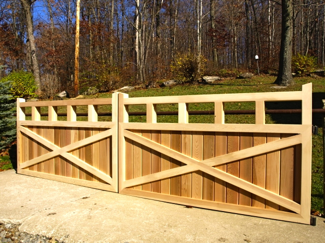 Red Fox Frence Wooden Entry Gate